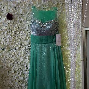 Dresses & Skirts - Beautiful any occasion dress
